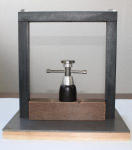 自家製ミニ搾油器の写真
