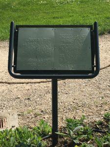 ジュネーブの植物園の香りと感触の庭の点字の説明の写真