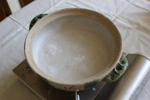 煮つまって塩の結晶が見えてくる写真