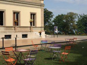ジュネーブの科学史博物館の隣の広場の写真