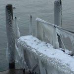 レマン湖の凍った桟橋の写真