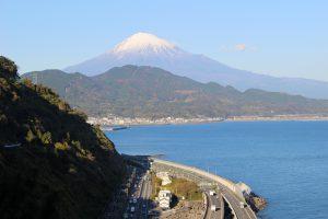 薩埵峠から見渡す富士山と駿河湾の写真