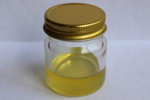 完成した椿油の写真