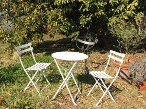 庭で使っているフェルモブ社のガーデンファニチャーの写真