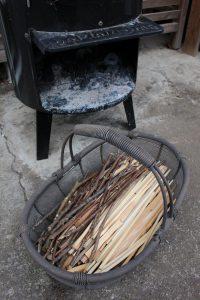焚き付け用の小枝