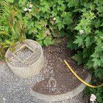 ジュネーブの植物園の「知足の蹲踞」はマンホールの蓋の蓋